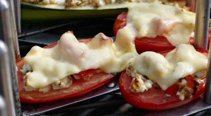 Zucchini- und Tomaten-Schiffchen
