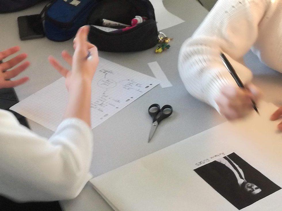Un atelier de créativité nourrit pas les échanges et discussions des participants.