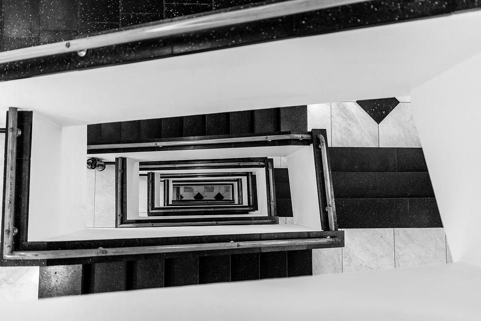 L'art total du Bauhaus. Jeu de pleins et de vides d'une cage d'ecalier.