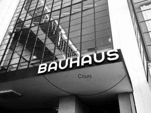 De la création du Bauhaus aux objets d'aujourd'hui, nous proposons des cours pour comprendre les enjeux du design et de l'architecture.