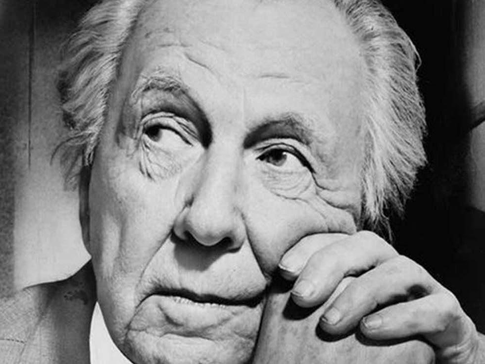 La conférence sur Frank Lloyd Wright retrace son parcours et son refus des conventions.
