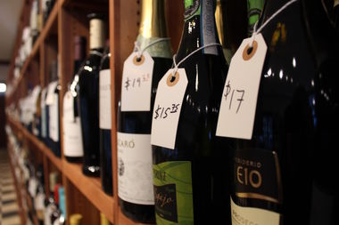 57th Street Wines is hosting a free wine tasting for its grand opening on Friday.