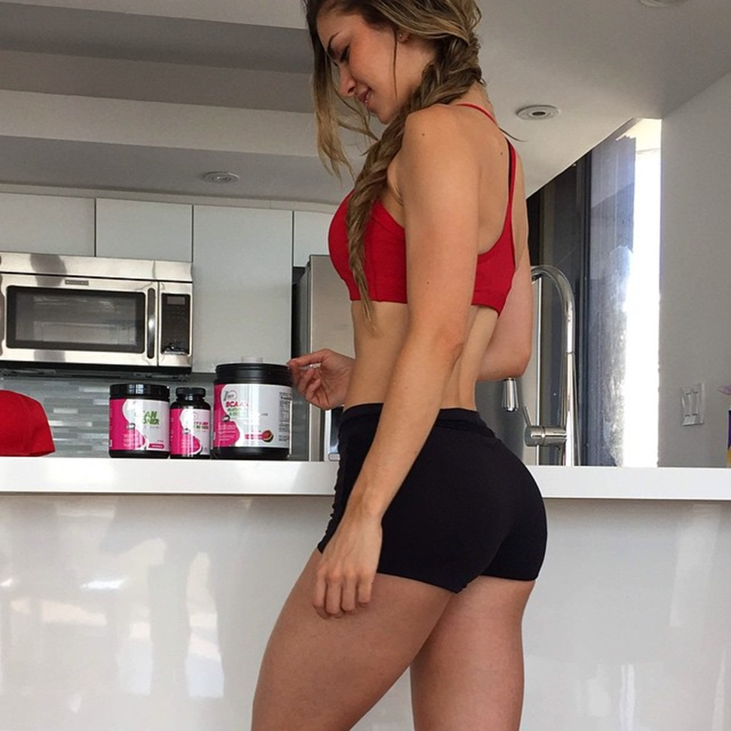Fit Girls and Healthy Food