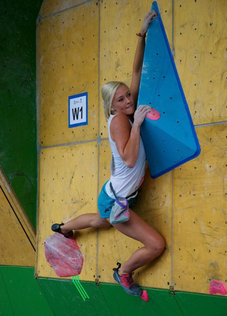 Sexy Rock Climbing Girls 31 Photos - Badchix Magazine-4070