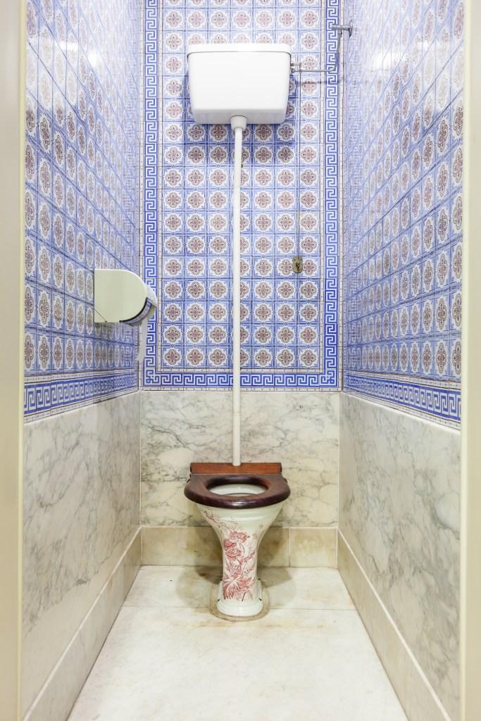 antikt toalett