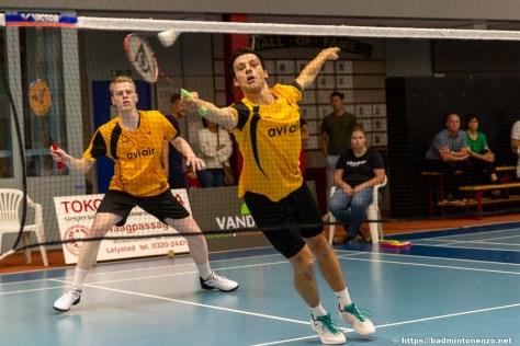 Timo Stoffelen en Alex Vlaar in de wedstrijd Avi Air Almere - VELO op 11 september 2021.