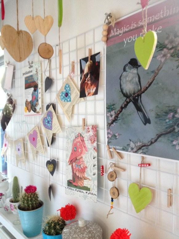 prikbord, ophangbord, collage van gaas