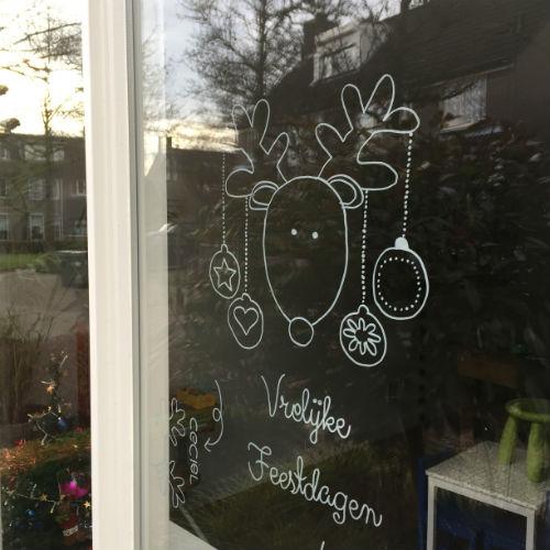 Raamtekening voor de feestdagen - kerstkaart op het raam_01