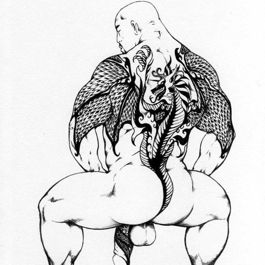 Tattooed bodybuilder exposing everything proudly