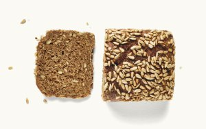 Brotlaib Dinkel-Vollkorn Brot aufgeschnitten