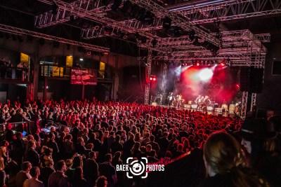 Konzert-Musik-Live-Baer.Photos-Fotograf-Holger-Bär-Fiddlers-Green-Bühne-Publikum