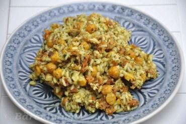 Gelingsicheres Rezept für Basmati Reis mit Kichererbsen und Kräutern. Schnell und einfach in der Zubereitung, mit nur wenigen Zutaten.