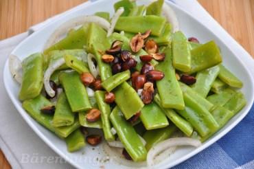 Zuckerschoten Salat mit Haselnüssen