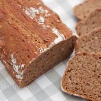 Dinkel Roggen No Knead Brot in einer Kastenform