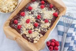 Schokoladen Himbeer Brownie mit Streusel