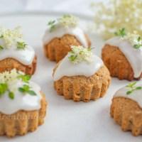 Mandelmuffins mit Holunder und Zitronenthymian