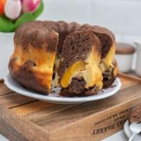 Schoko Gugelhupf mit Pfirsich Cheesecake Füllung