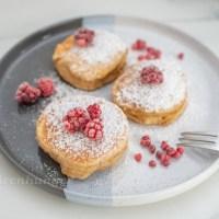 Vanille Mandel Pancakes mit Himbeeren