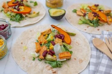 Herbstliche Wraps mit Süsskartoffel, Kidney Bohnen und Kürbis Hummus