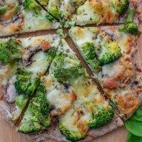 Dinkel Flammkuchen mit grünem Gemüse