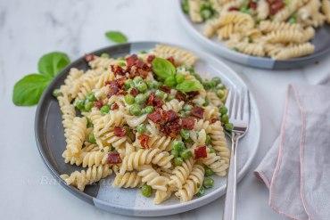 Pasta mit Ricotta, Erbsen und Prosciutto