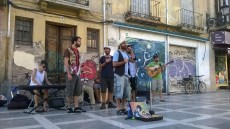 Grupo tocando en Plaza nueva