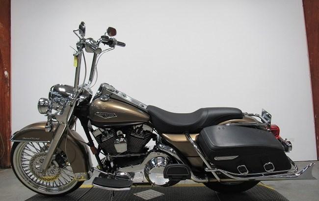 2005-Harley-davidson-Road-King-FLHRCi-U4342-2
