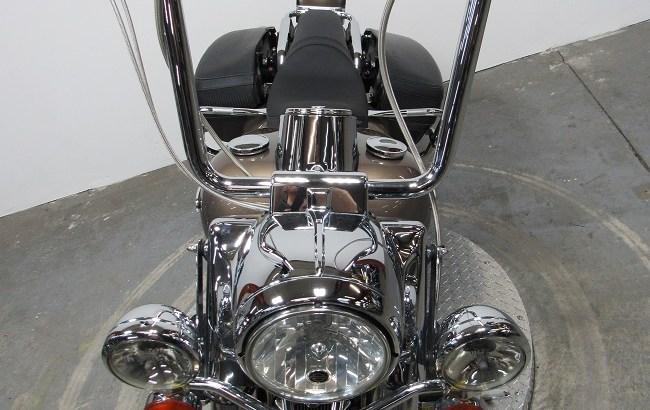 2005-Harley-davidson-Road-King-FLHRCi-U4342-front