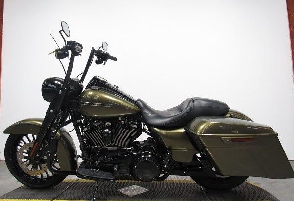 2017 Used Harley Davidson Road King U5021
