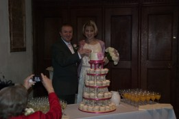 John and Sara cut the cake