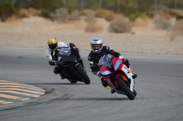 Negotiating the 'boiling surf' at Chuckwalla Valley Raceway on a 2013 Yamaha YZF-R6. Photo by CaliPhotography.com