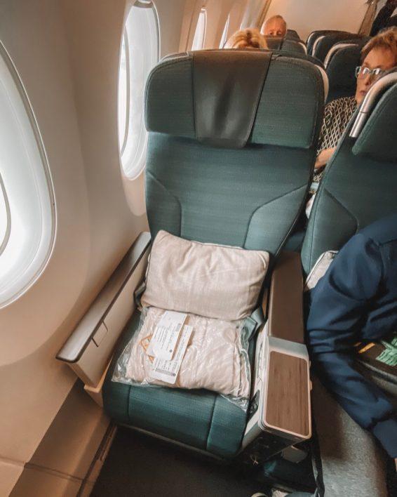 Stoel bij Premium Economy van Cathay Pacific