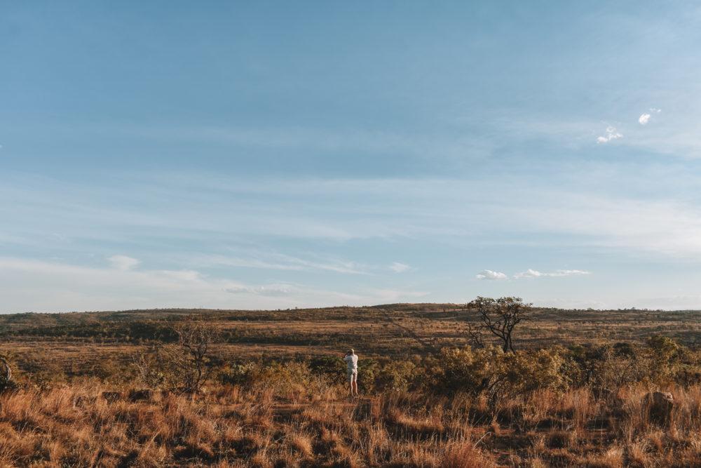 Ranger op de steppe van Zuid-Afrika