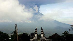 アグン山噴火