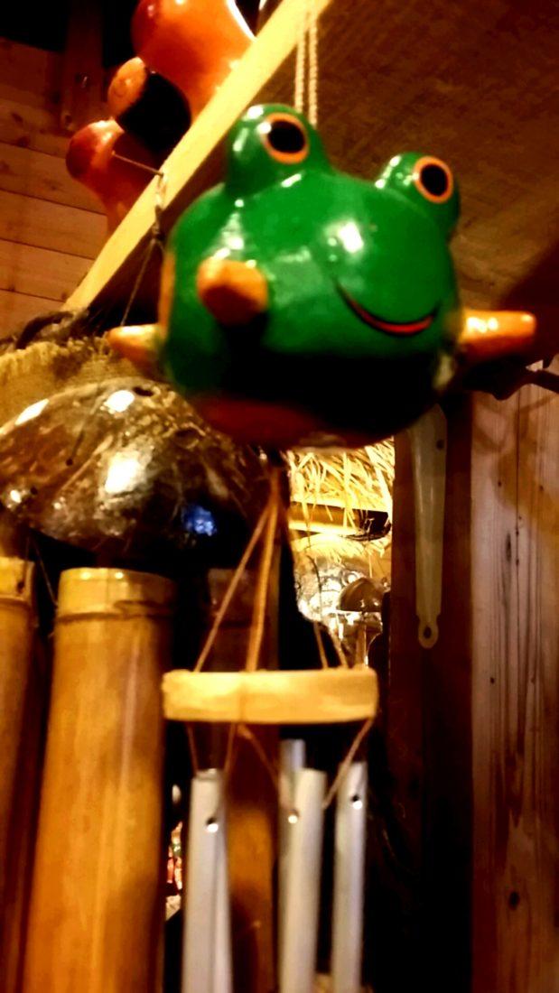 カエルの木彫り