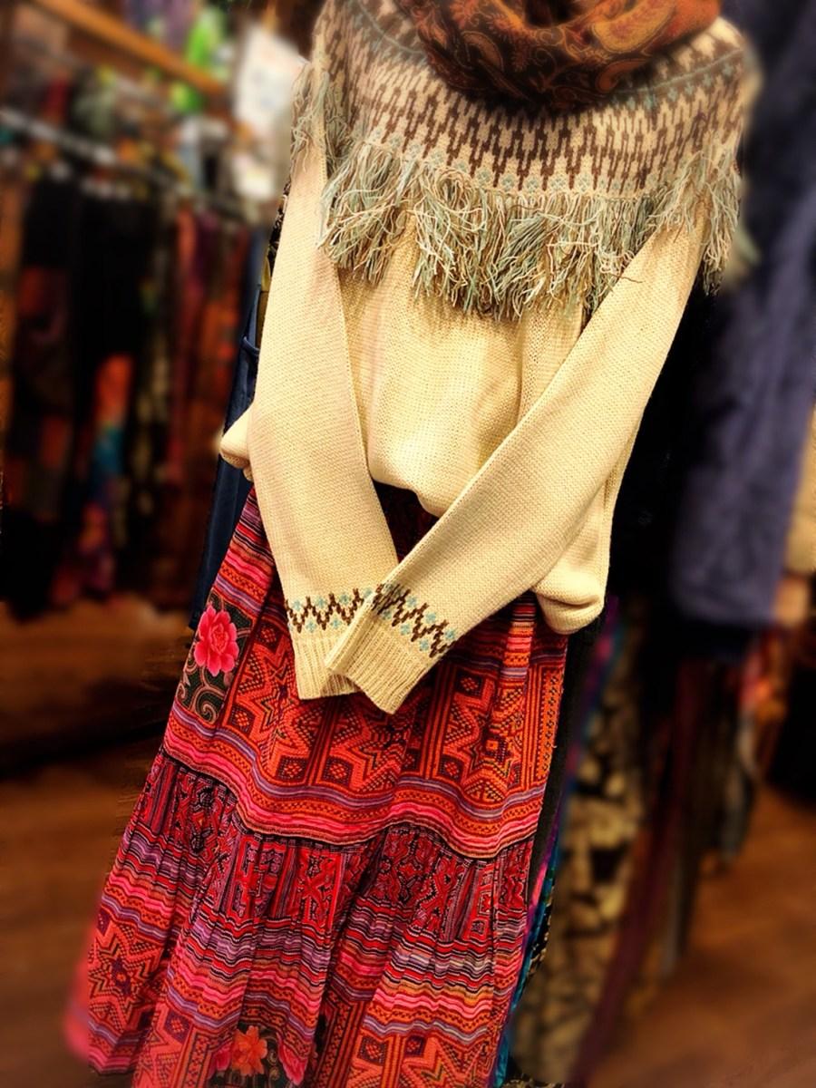 モン族のスカート!シンプルコーデのご紹介