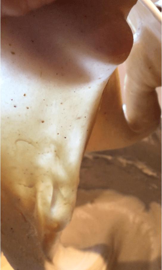 Glutentest eller glutenprøve af en perfekt æltet dej.