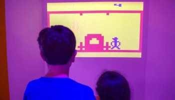"""""""Batalla de generaciones"""": La oportunidad del juego permite recordar emociones, momentos y lanzarse a competencias con otros visitantes, o con las propias consolas. #Batalladegeneraciones"""