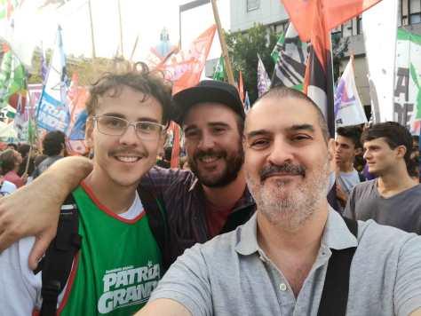 Con Julián y Santiago Arribas. Marcha por el Día Nacional de la Memoria por la Verdad y la Justicia a 40 años del golpe de Estado de 1976, Plaza de Mayo, Buenos Aires, 24 de marzo.