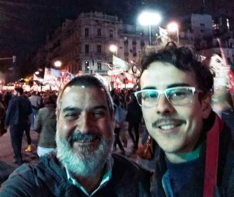 Con Julián Arribas. Segunda marcha #NiUnaMenos, avenida de Mayo, Buenos Aires, junio.
