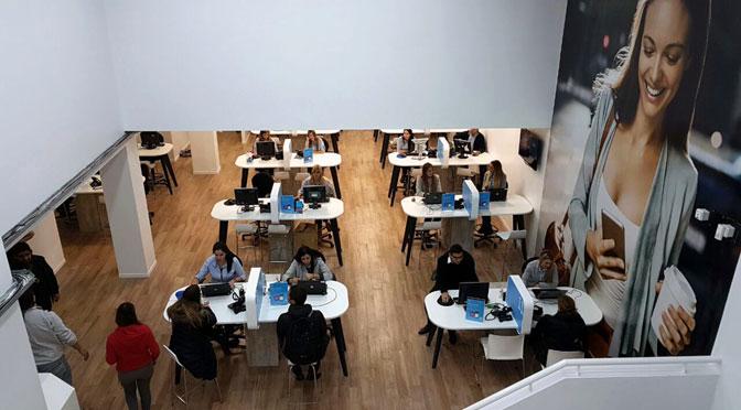 Movistar renueva su centro tecnológico para clientes en Buenos Aires