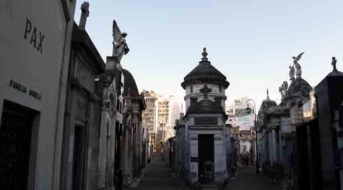 Pasillos del cementerio de la Recoleta desde una Sony A6500