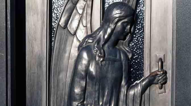 Seres celestiales en el cementerio de la Recoleta