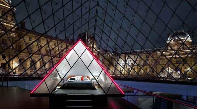 ¿Quieres pasar una noche en el museo del Louvre de París?