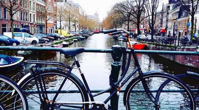 Ámsterdam planea para 2030 prohibir todos los vehículos contaminantes
