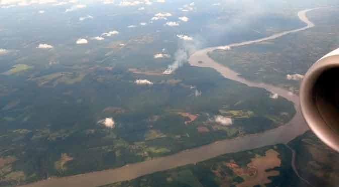El río Paraná en Misiones y Paraguay, desde un Boeing 737-800
