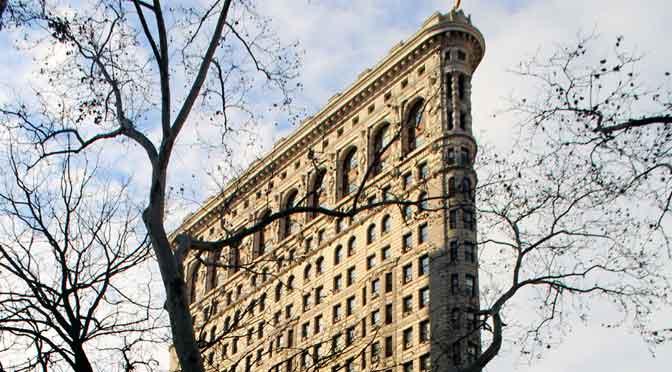 El edificio Flatiron de New York a fines de otoño