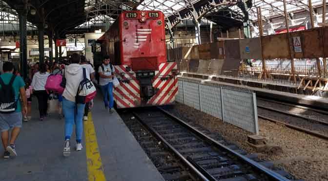 Viaje en el tren Belgrano Norte a través de un Motorola Moto Z3 Play