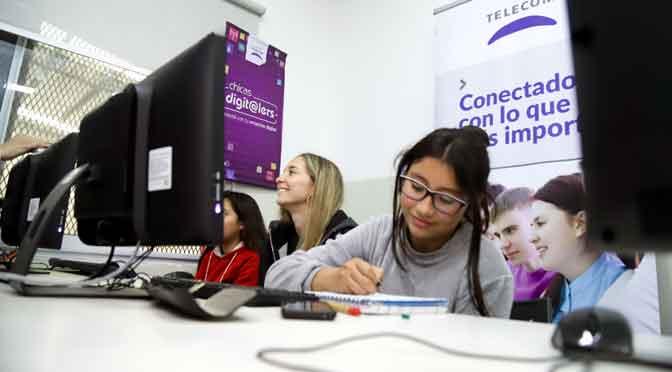Telecom inició los cursos Chicas digit@lers