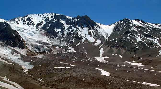 El volcán Domuyo se infla y puede explotar